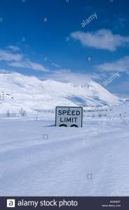 alaska-valdez-thompson-pass-a-speed-limit-sign-buried-in-the-deep-BG6MBT